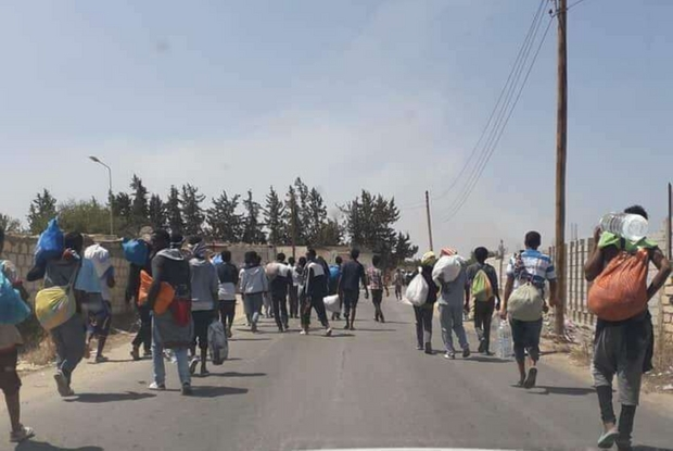 Colonne di migranti a Tripoli (foto tratta dal profilo Twitter di Migrace Organisation)