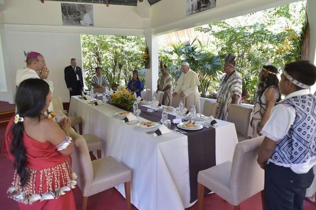 Il pranzo con i rappresentanti dei popoli indigeni (Vatican Media)
