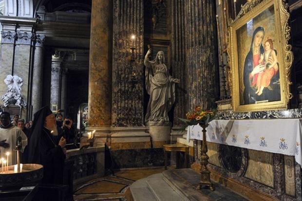 Il Patriarca ecumenico di Costantinopoli nella basilica dei Santi XII Apostoli a Roma venera i Santi Filippo e Giacomo (Siciliani)