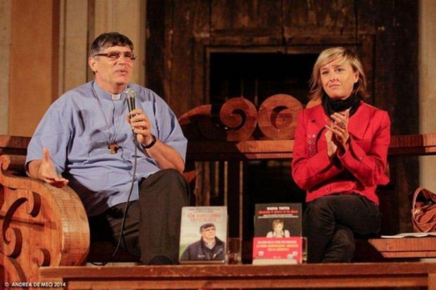 Don Maurizio Patriciello e Nadia Toffa