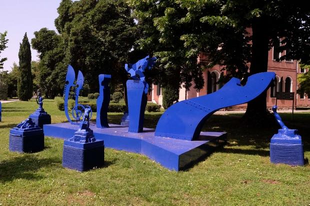 """L'installazione """"S-barca"""" realizzata da alcuni pazienti psichiatrici della Fondazione Emilia Bosis di Bergamo"""