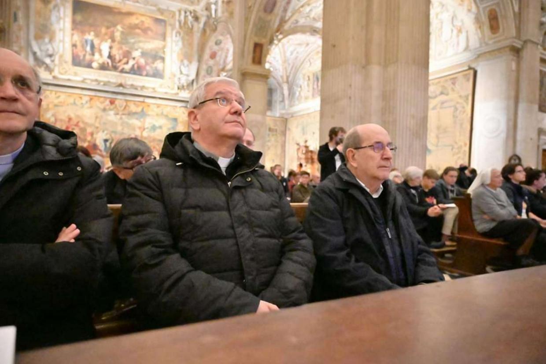 Olivero col vescovo di Bergamo Francesco Beschi alla veglia di preghiera in Santa Maria Maggiore (foto Sermig ' Andrea Pellegrini)