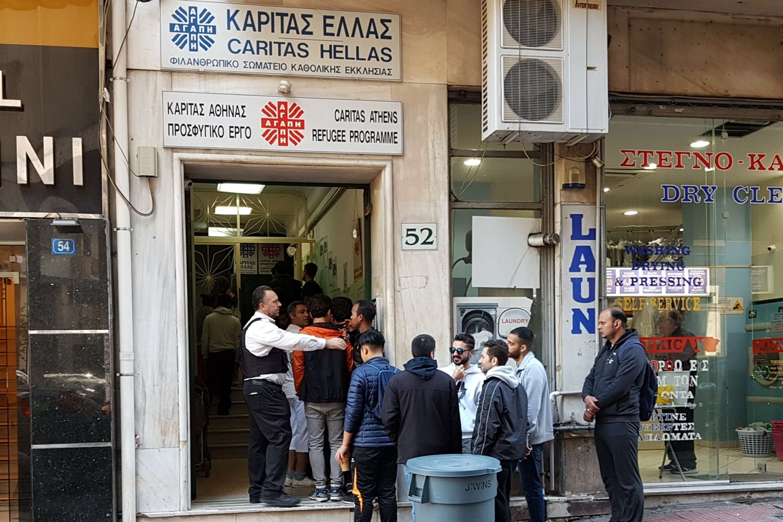 La mensa Caritas per rifugiati e poveri nel cuore di Atene