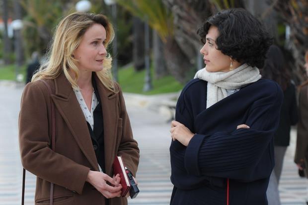Lucia Mascino è la giornalista che intervista Mia Martini (Serena Rossi) nel film 'Io sono Mia'