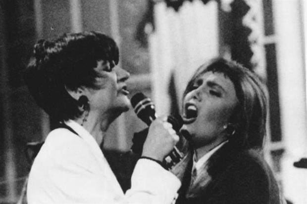 Mia Martini e Loredana Berté sul palco dell'Ariston a Sanremo nel 1993 in 'Stiamo come stiamo'