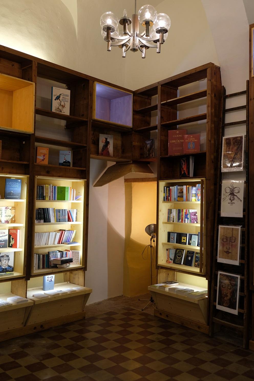 Un interno rinnovato della libreria appena inaugurata