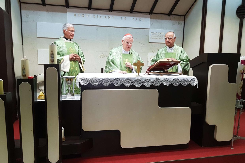 La Messa a Mostar con il vescovo di Mostar-Duvno, Ratko Peric (a destra)