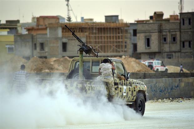 Scontri a Tripoli (Ansa)