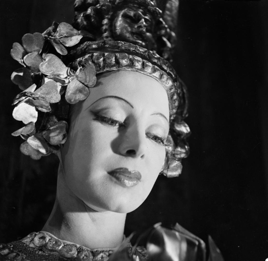 Lucette Almanzor in scena nel 1938