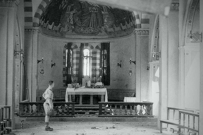 La Chiesa di Civitella in Val di Chiana nei mesi successivi all'eccidio del 29 giugno 1944 (foto Archivio della memoria)