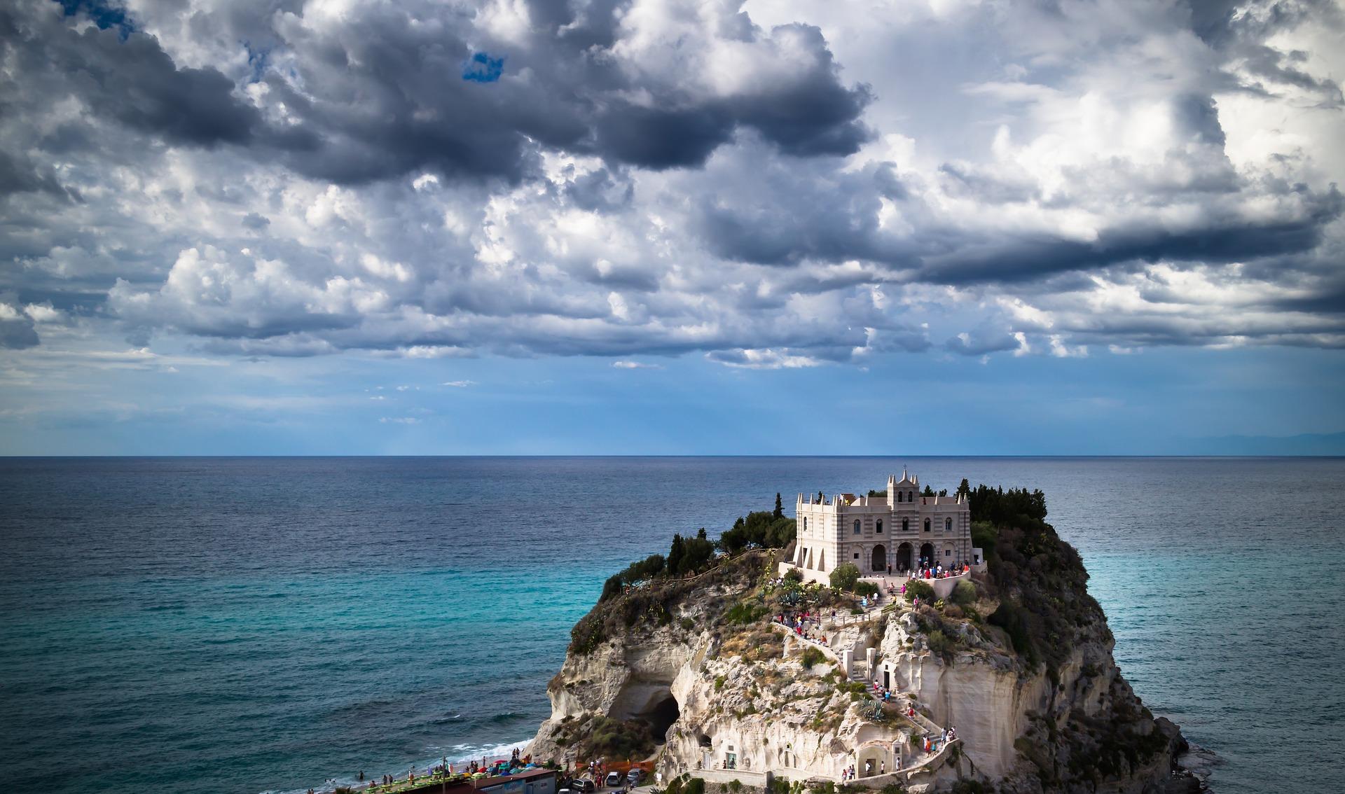 Il santuario di Santa Maria dell'Isola, a Tropea (Argentino Becci'Pixabay)