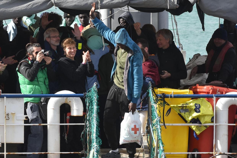 Lo sbarco dalla Sea Watch, il 31 gennaio  (Ansa)