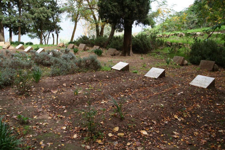 Le tombe dei trappisti martiri nel monastero di Tibhirine