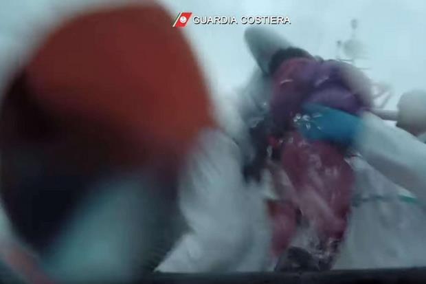 Un frame del video del salvataggio (Ansa)
