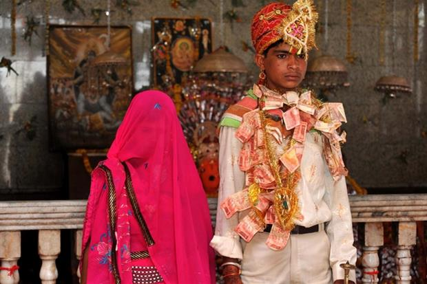 Il matrimonio tra una 12enne e un 14enne in India (foto archivio Ap)