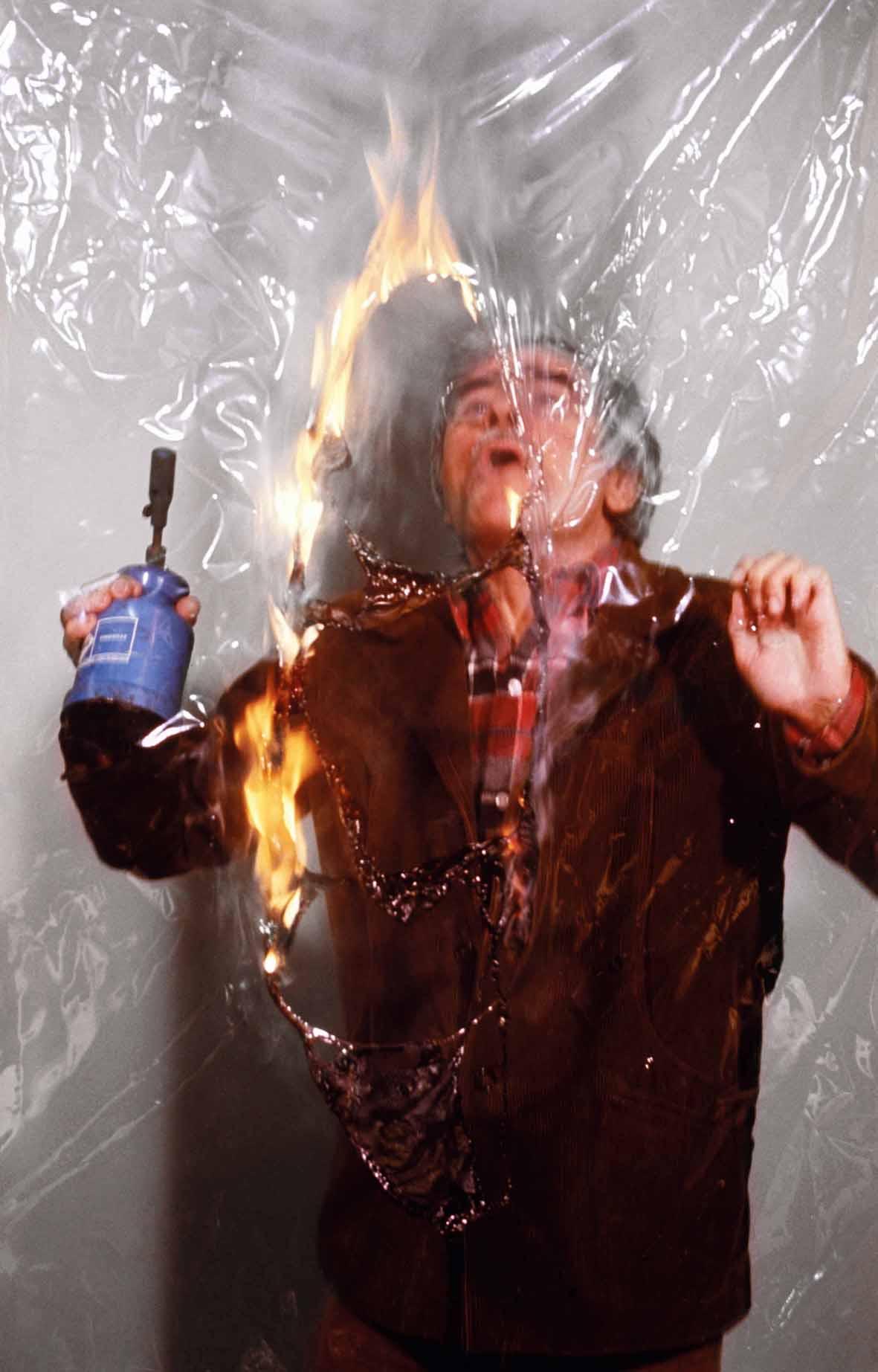 """Burri durante una """"Combustione"""" (anni 70)"""