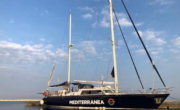 La barca a vela della Missione Mediterranea (foto Rescue Mediterranea)