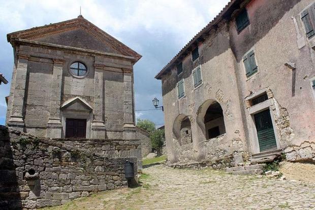 Istria, la chiesa di San Giacomo a Colmo (Wikimedia Commons)