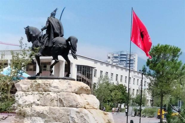 Piazza Scanderberg a Tirana