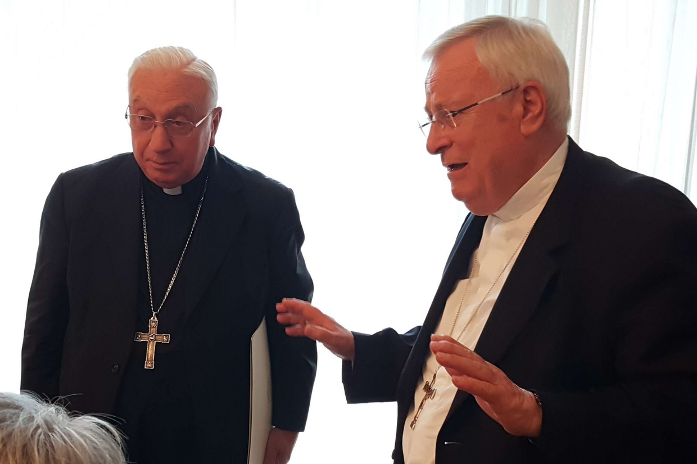 Il nunzio apostolico Luigi Pezzuto e il cardinale Gualtiero Bassetti