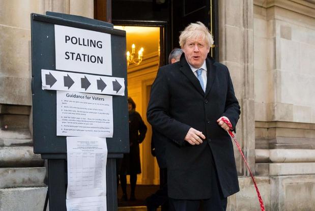 Incoronato. Boris Johnson alle urne che lo hanno visto trionfatore, secondo gli exit poll (Ansa'Epa)