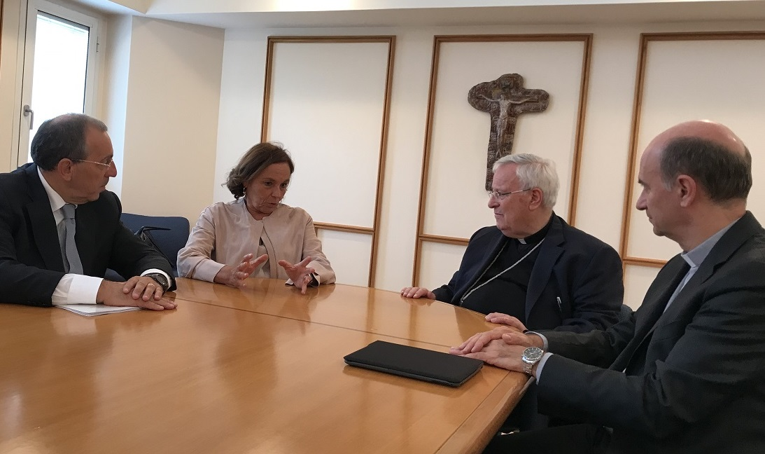 Da sinistra, il prefetto Michele di Bari, il ministro dell'Interno Luciana Lamorgese, il cardinale Gualtiero Bassetti e monsignor Stefano Russo, rispettivamente presidente e segretario generale della Cei