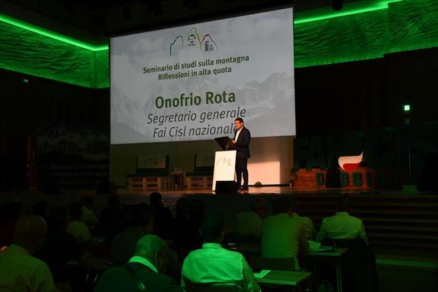 Un momento del convegno di Fai Cisl, con l'intervento del segretario Onofrio Rota