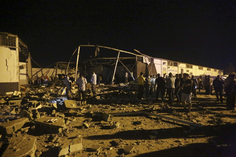 Quel che resta del centro di detenzione per migranti dopo il raid della notte scorsa (Ansa)