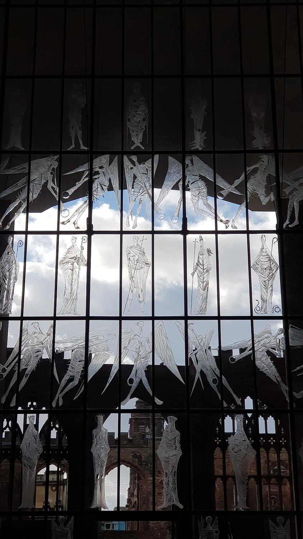 La vetrata di ingresso della nuova cattedrale di Coventry (Raul Gabriel)