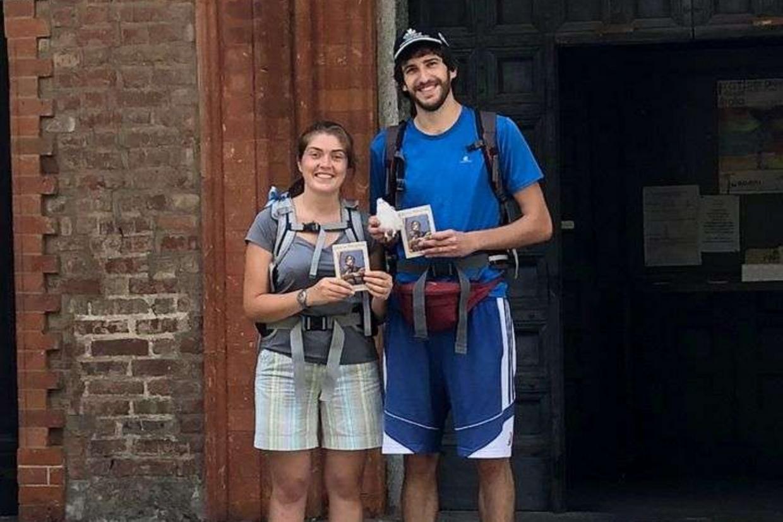 Maddalena Frigerio e Marco Conti alla partenza del loro viaggio di nozze sul Cammino di sant'Agostino