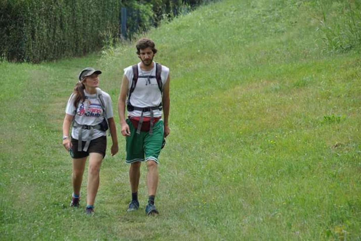 Maddalena Frigerio e Marco Conti durante il loro viaggio di nozze 'pellegrinaggio' sul Cammino di sant'Agostino