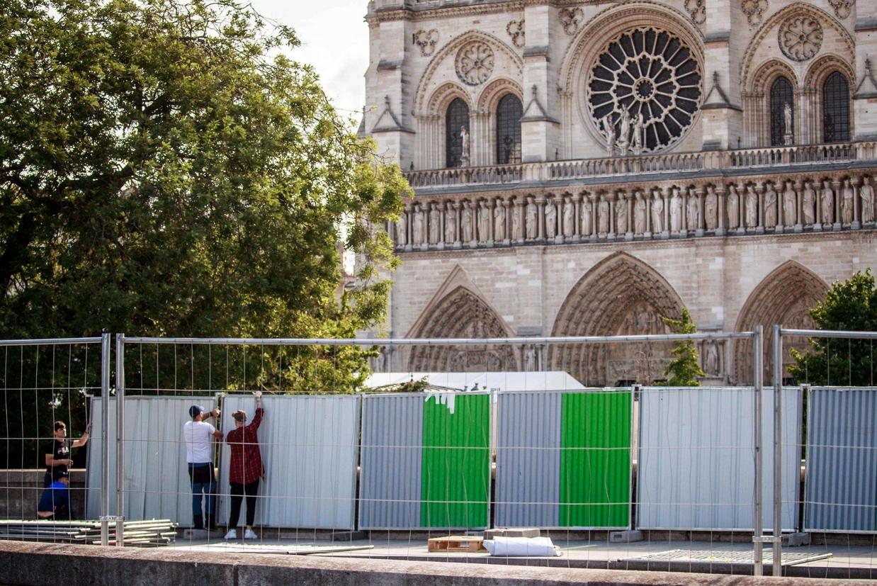 E' cominciato il 13 agosto il lavoro di ripulitura di Notre Dame dopo il disastro del 15 aprile scorso (Ansa)