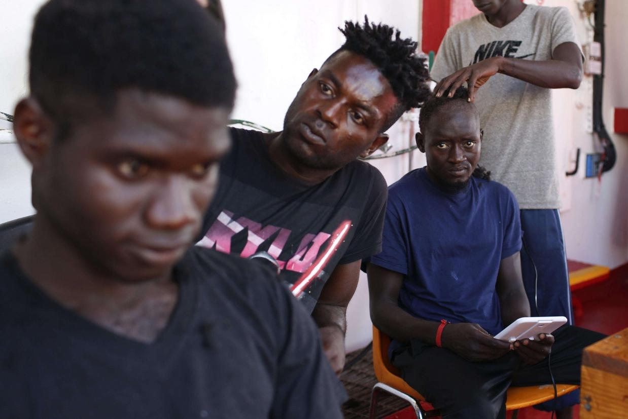 Migranti a bordo della nave Ocean Viking (Ansa)