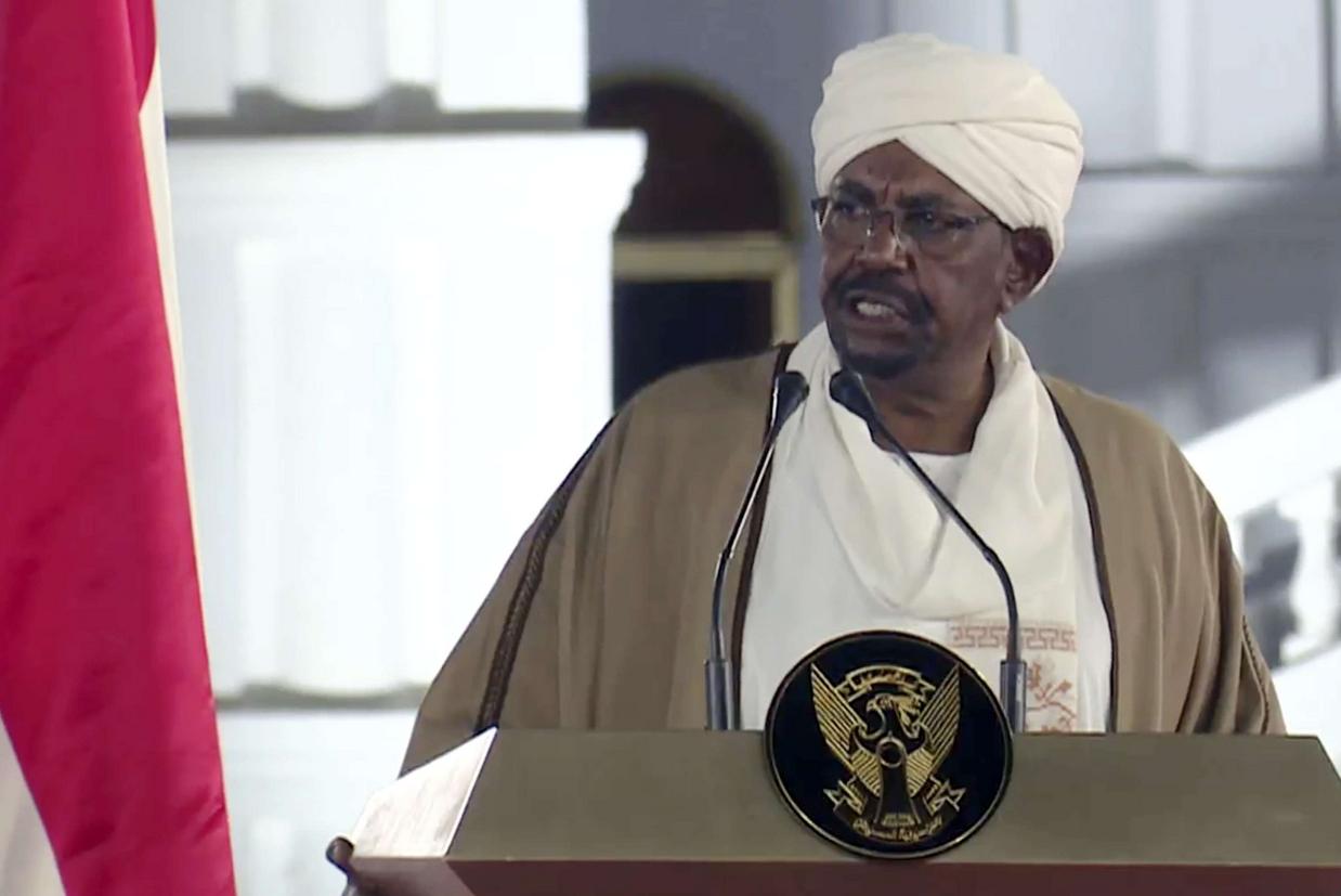 Omar Al-Bashir, il deposto presidente del Sudan, in un'immagine d'archivio (Ap)