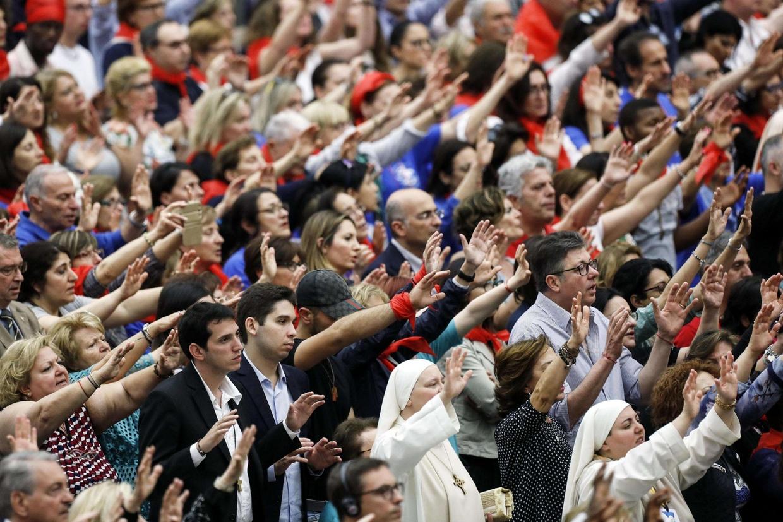 I membri del Rinnovamento carismatico nell'udienza con papa Francesco (foto Ansa)