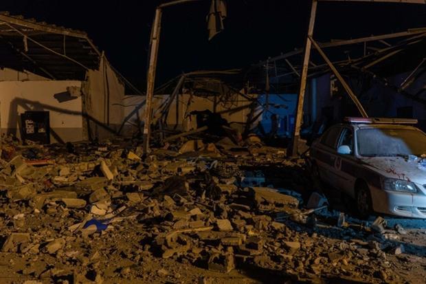 Il centro di Tajoura dopo il raid aereo di mercoledì (Ansa)