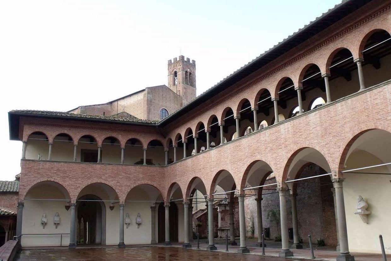 Il santuario di Santa Caterina, con la sua casa natale, nella contrada dell'Oca a Siena