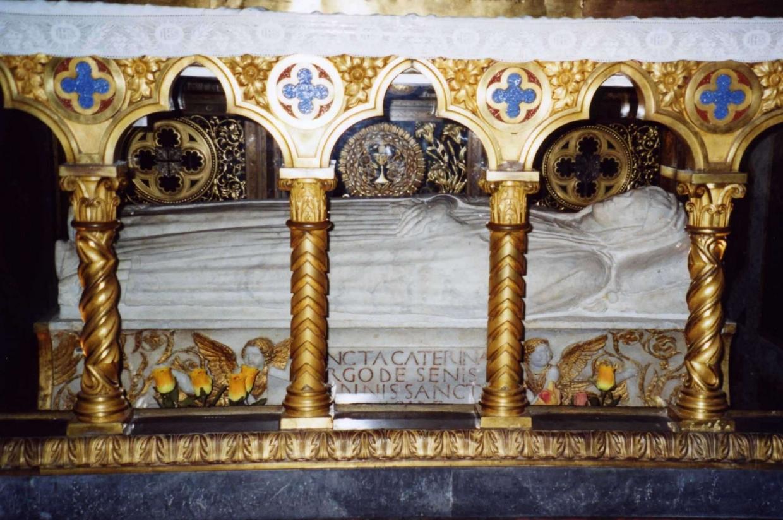 La tomba di santa Caterina nella Basilica di Santa Maria sopra Minerva a Roma