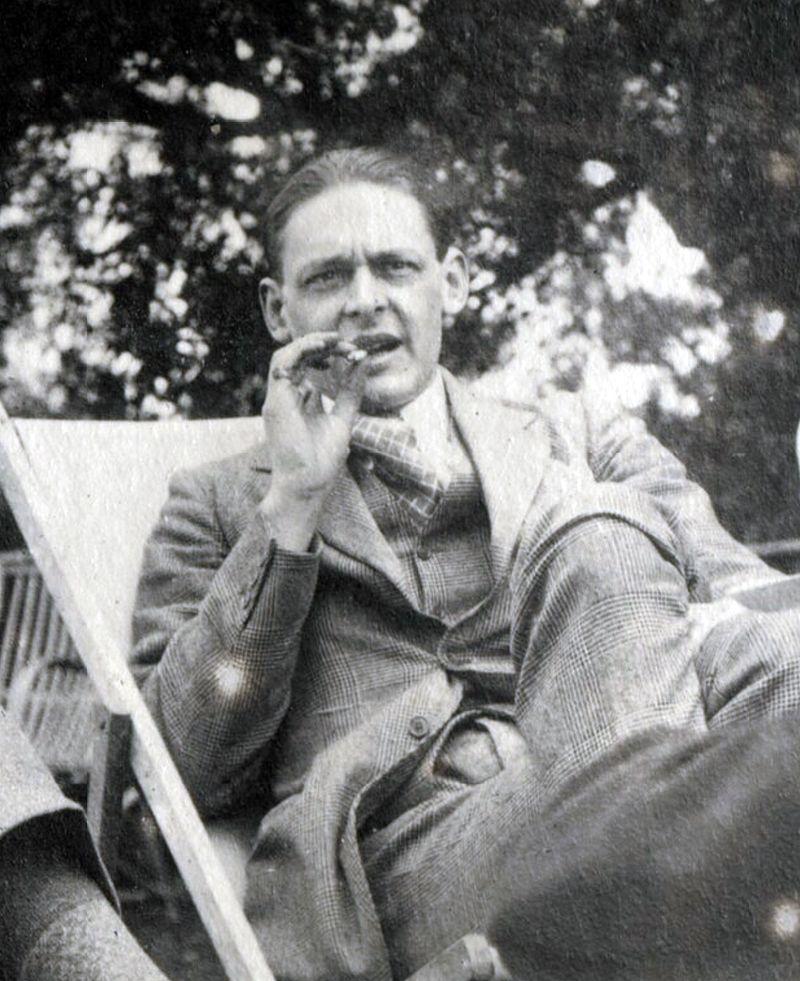 Il poeta inglese Thomas Stearn Eliot nel 1923