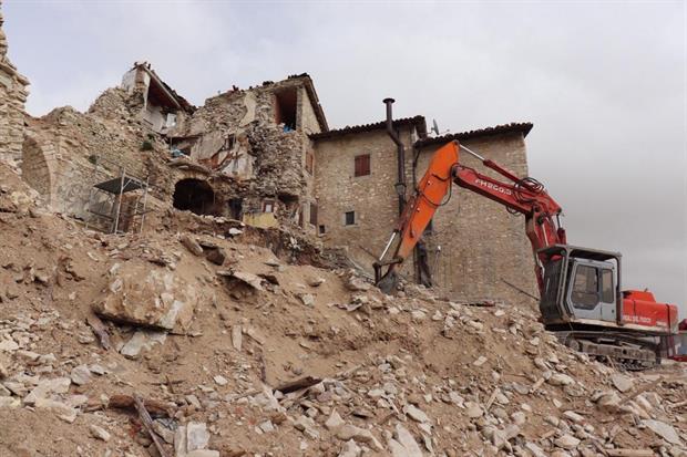 Le demolizioni a Castelluccio di Norcia (Perugia) (Ansa)