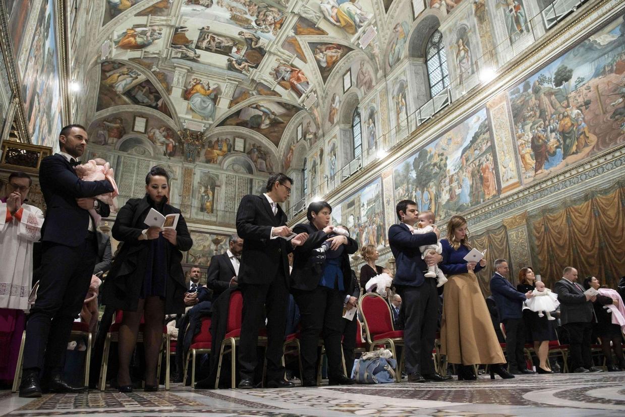 La celebrazione nella Cappella Sistina (Ansa)