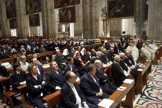 Milano: i fedeli in Duomo per il Pontificale nella festa di san Carlo, compatrono della diocesi ambrosiana (Fotogramma)
