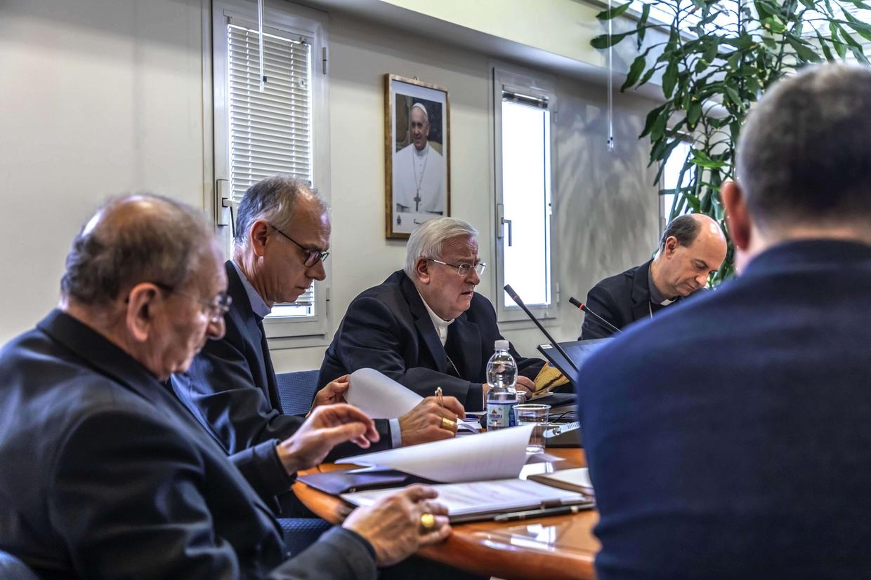 Il comitato organizzatore e scientifico dell'Incontro 'Mediterraneo, frontiera di pace' promosso dalla Cei (foto Siciliani)