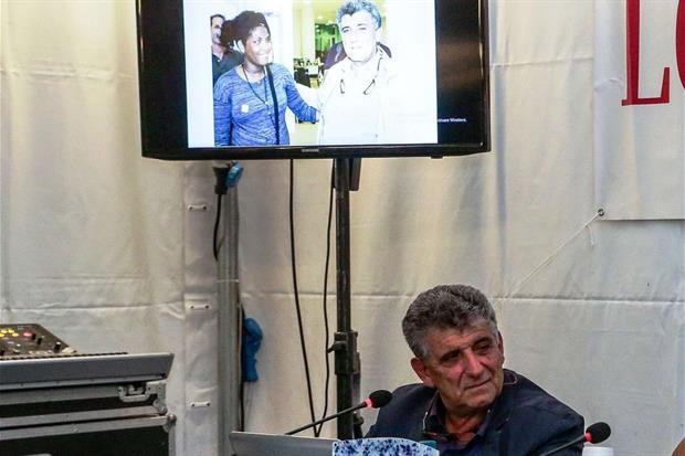 Il medico proietta la foto di Kebrat, la donna 'nata due volte'