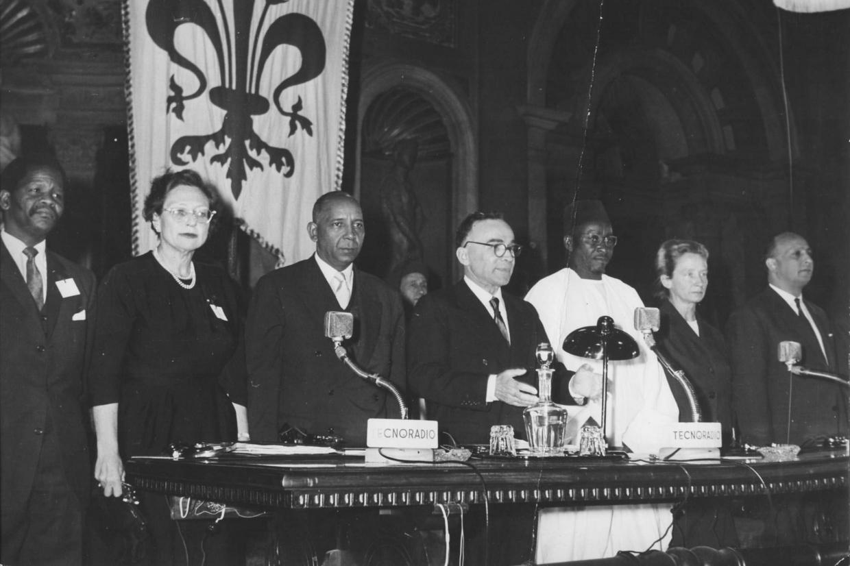 Giorgio La Pira durante uno dei 'Colloqui mediterranei' a Firenze