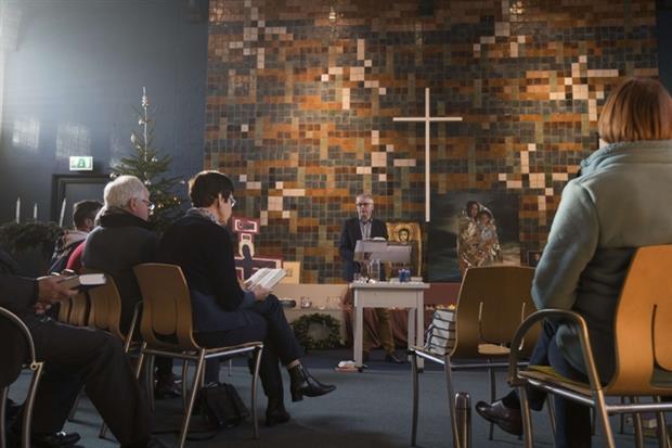 Un momento della preghiera non stop nella chiesa di Bethel a The Hague
