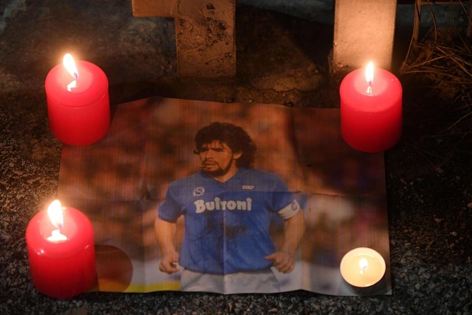 Lumini accesi a Napoli per Maradona