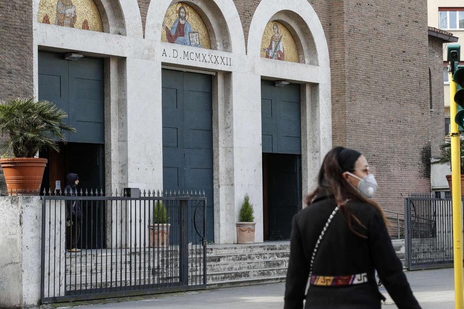 L'ingresso di una chiesa a Roma