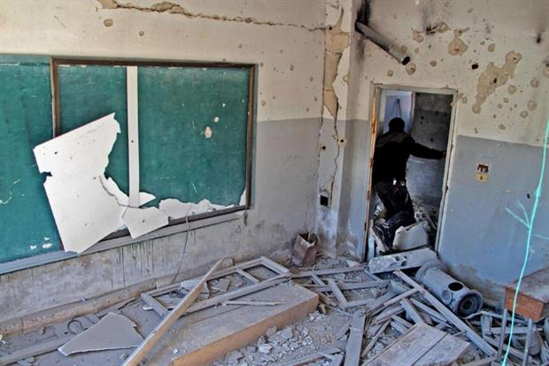 La scuola colpita dai raid aerei nelle provincia di Idlib il 3 marzo vicino alla città di Adwan