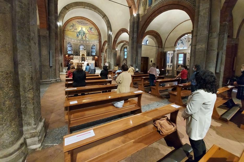 La prima Messa 'pubblica' nella Basilica di San Babila a Milano